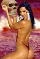 Vampirella and the skull of Varnae
